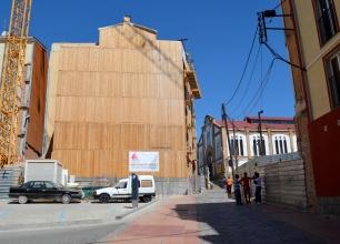 Cuesta de la calle Cavallers, justo antes de llegar al Mercat del Pla, edificio modernista donde se ubicará un centro comercial de outlets Cecília lópez