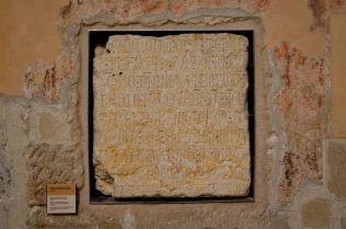 Placa conmemorativa de la primera piedra