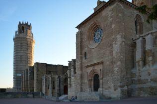Vista de la iglesia y el campanario desde la Puerta de l'Anunciata