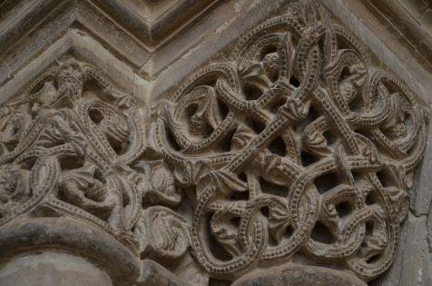 Detalle de uno de los capiteles