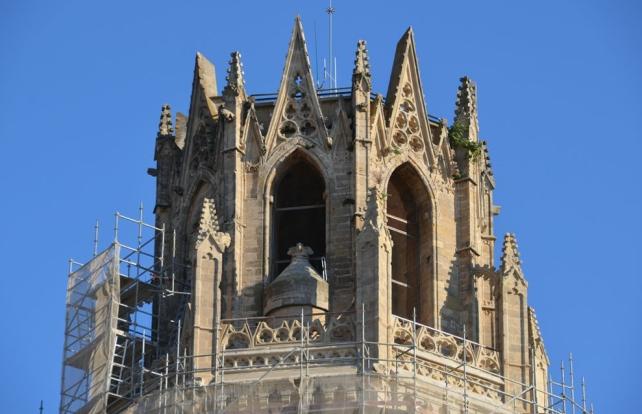 Detalle de la parte alta del campanario de la Seu Vella