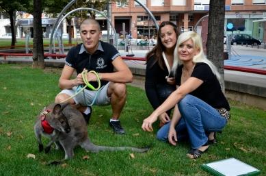 La familia de Roger en el parque. Cecília López.