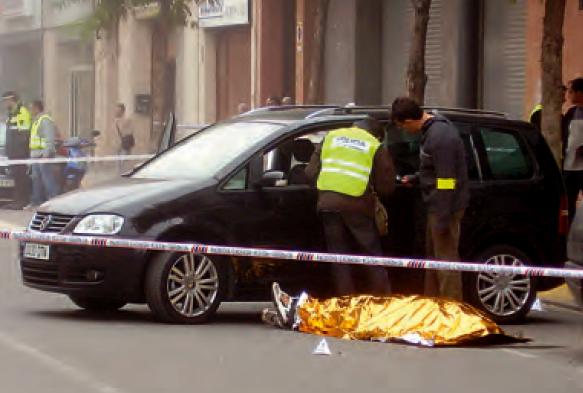 Isaac Martínez fue tiroteado a la salida de su párking en la calle Riu Ter del barrio de Cappont, en Lleida. Alfonso L. Congostrina.