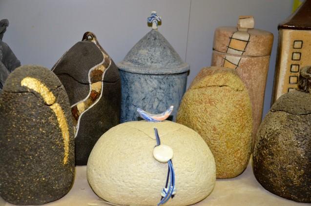 Urnas funerarias, obra de la ceramista Monti Mateu. Cecília López