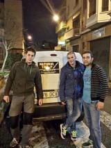 Pau Bonet entregó 120Kg de pienso al Banco de Alimentos para Mascotas de Lleida. Adrian Serrano