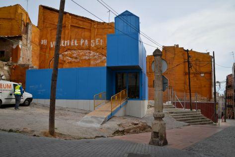 Los contenedores sirven de estructura para tiendas en los solares del Mercat del Pla. Cecília López