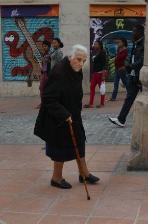 El día de la inauguración del Mercat del Pla, compradores y vecinos del barrio confluyeron en el Centro Histórico. Cecília López.