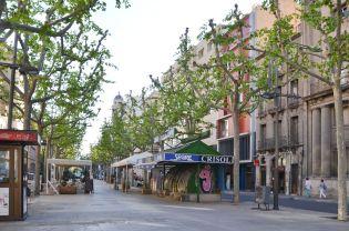 Uno de los dos quioscos de la Rambla Ferran de Lleida lleva años abandonado. Cecília López