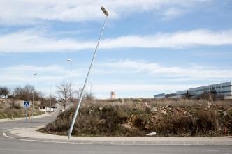 Oliver Villas denuncia falta de mantenimiento en la zona industrial de Cervera. FOTO: Oliver
