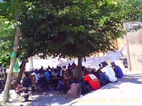Integrantes del campamento del Centro Histórico de Lleida. Cecília López
