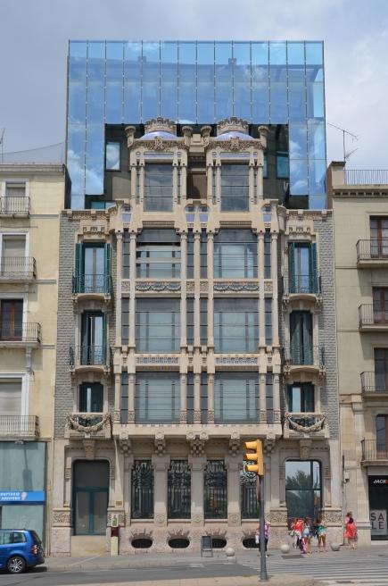 Fachada del edificio Pal·les de Lleida. Cecília López