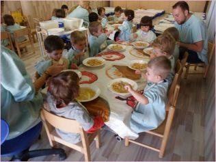La hora del almuerzo en las EBM de Lleida sirve para interiorizar hábitos y rutinas Ajuntament de Lleida
